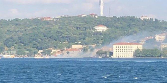 Üsküdar açıklarında tekne yandı