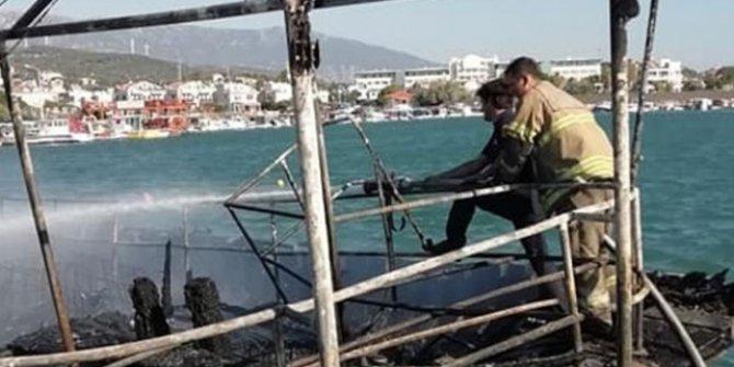 İzmir'de 4 tekne yangından dolayı kullanılamaz hale geldi
