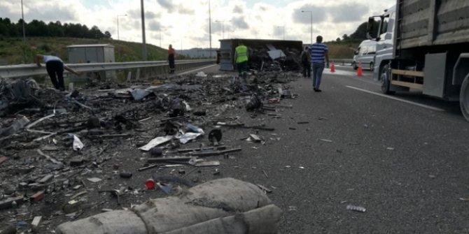 Kuzey Marmara Otoyolu'nda TIR devrildi! Köprü istikameti trafiğe kapandı