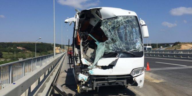 Servis aracıyla otobüs çarpıştı: 12 yaralı