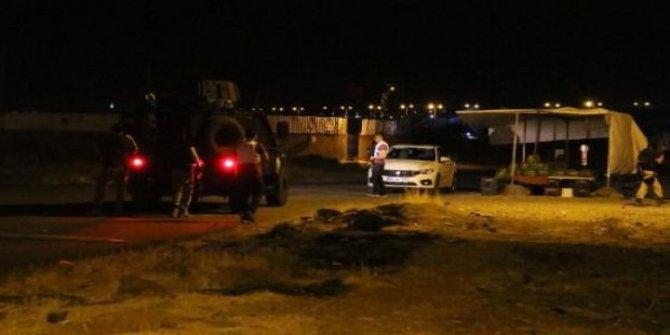 Zırhlı polis aracına el bombası atıldı
