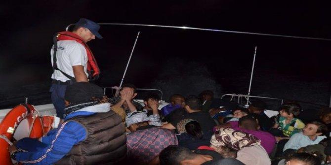 Lastik botta 42 göçmen yakalandı