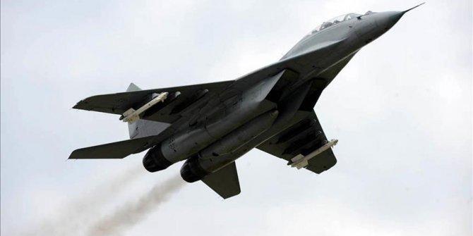 Azerbaycan'da eğitim uçuşu için yükselen savaş uçağı düştü