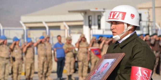 Hakkari'de şehit asker için tören düzenledi