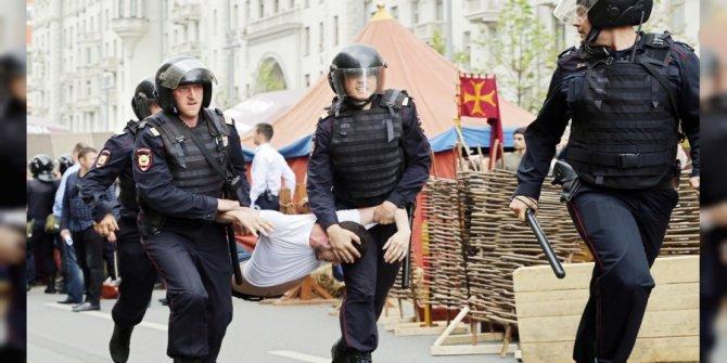 Rusya'daki protestolara katılan 61 kişi tutuklandı