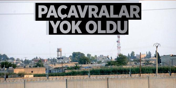 Suriye sınırında YPG bayrakları indi