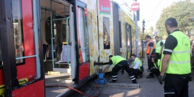 İstanbul'da tramvay kazası! (Seferlerde aksama)