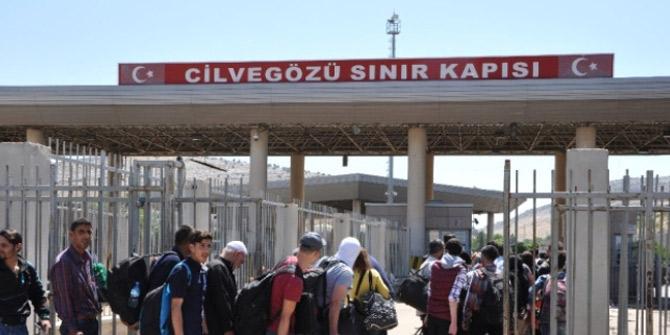 Bayram için 38 bin Suriyeli sınırdan geçti