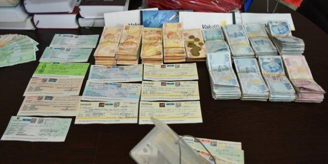 Belediye işçisinin bulduğu içinden 2 milyon lira çıkan çanta sahibine teslim edildi