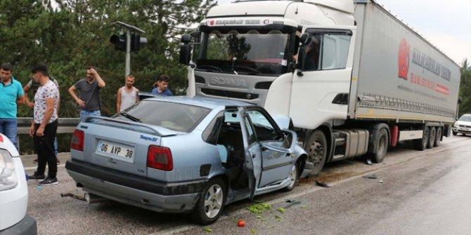 Otomobille tır çarpıştı: 6 yaralı