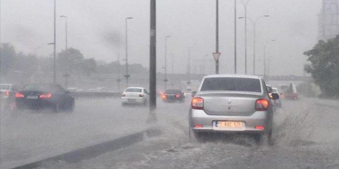 İstanbul'da sağanak yağış etkili oluyor! Meteoroloji uyardı!