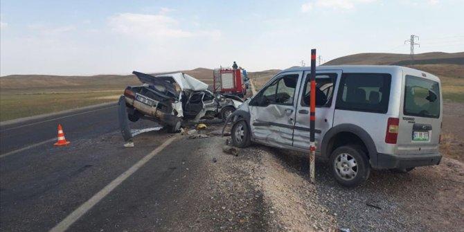Ağrı'da trafik kazası! Ölüler ve yaralılar var