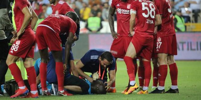 Sivasspor - Beşiktaş maçında oyuncu bayıldı