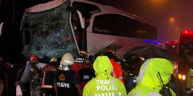 Yolcu otobüsü tıra çarptı! çok sayıda yaralı var