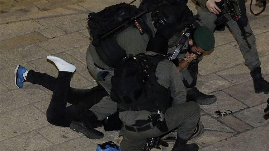 Batı Şeria'da İsrail güçleri 23 Filistinliyi gözaltına aldı