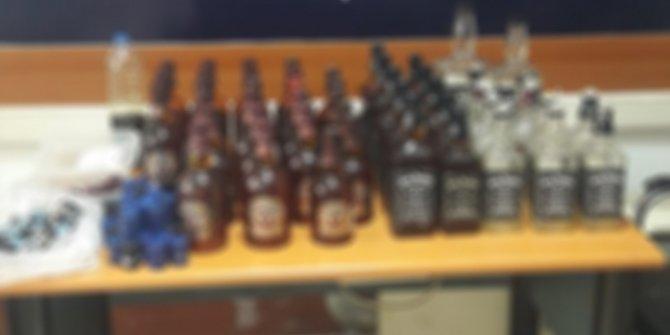 Mahalle berberinden toplam 50 şişe sahte içki çıktı