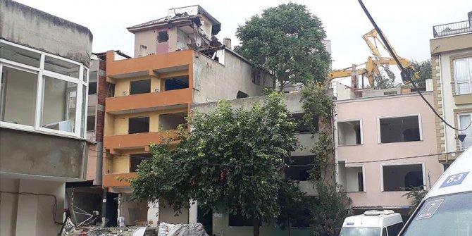 Riskli binaların yıkımı sürüyor
