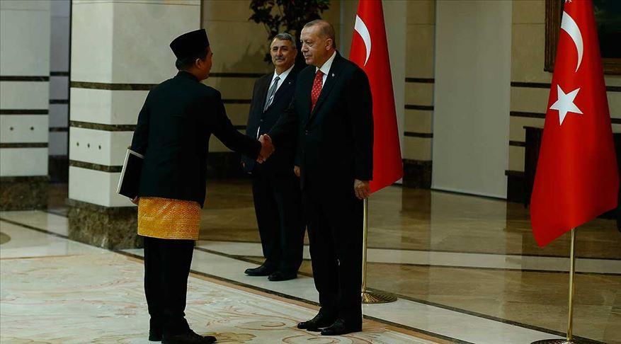 Erdoğan Endonezya'nın Ankara Büyükelçisi İkbal'i kabul etti