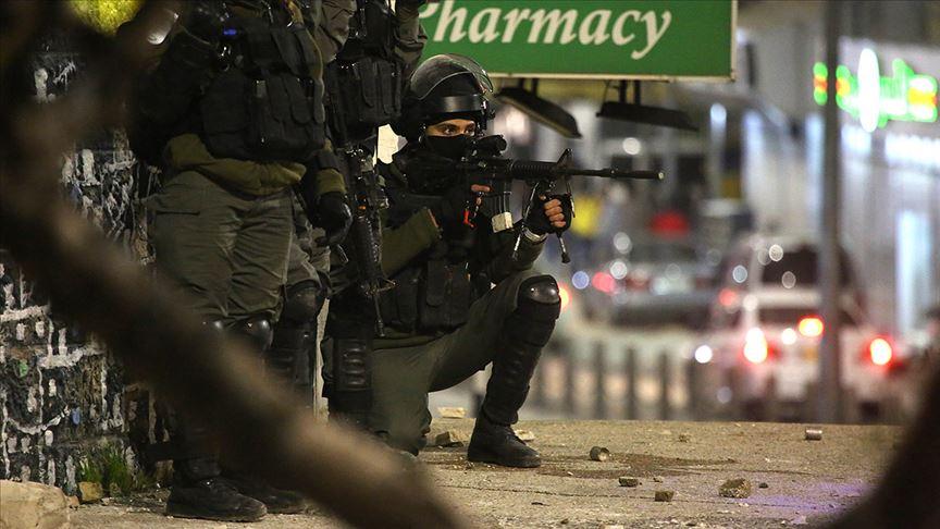 İsrail güçleri gece baskınlarında 14 Filistinliyi gözaltına aldı