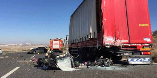 Başkentte otomobil kamyona çarptı: 3 ölü, 3 yaralı