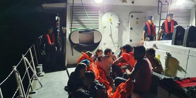 İzmir'de 252 düzensiz göçmen yakayı ele verdi