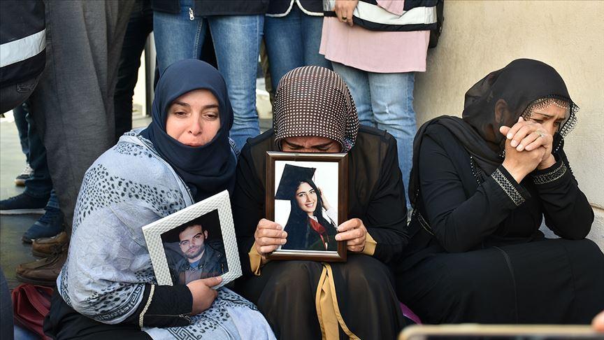 """Diyarbakır anneleri tepki gösterdi! """"20 gündür burada oturuyoruz..."""""""