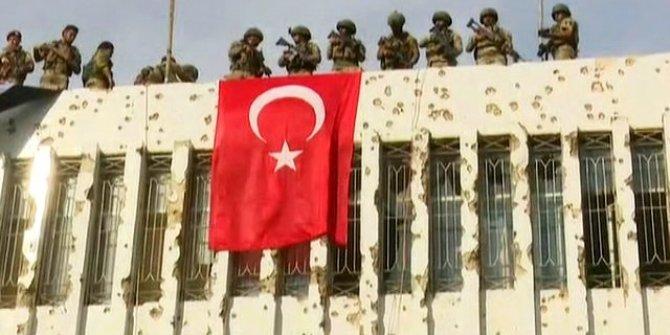 YPG'nin karargahına Türk bayrağı asıldı!