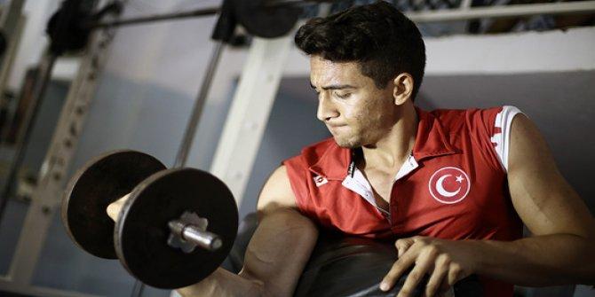 Fatih Kamuz bilek güreşinde dünya şampiyonu oldu