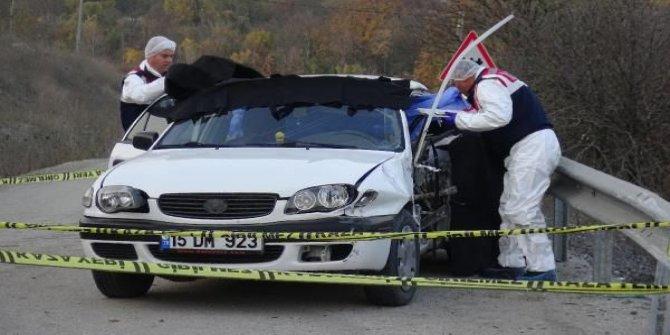 Karabük'te otomobil bariyere çarptı: 4 ölü, 1 yaralı