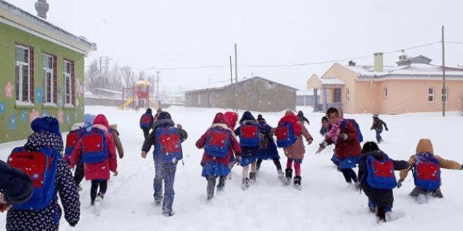 Refahiye'de taşımalı eğitime kar tatili