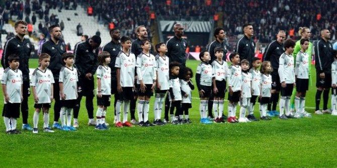 Beşiktaş'ta Abdullah Avcı'dan 1'i mecburi, 2 değişiklik