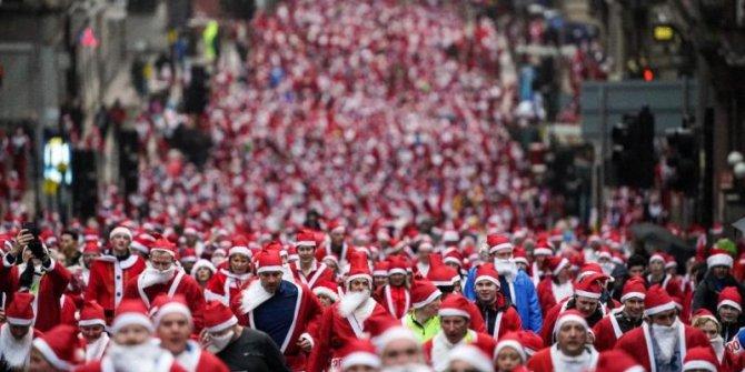 İskoçya'nın sokakları kırmızıya büründü