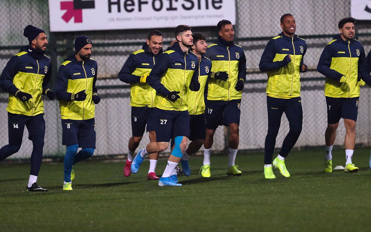 Fenerbahçe'nin idmanı sağanak yağıştan dolayı iptal edildi
