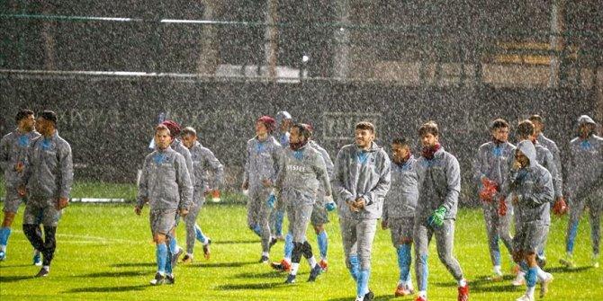 Trabzonspor yoğun yağış altında antrenmanını gerçekleştirdi