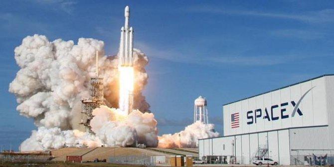 SpaceX tek sefer 60 uyduyu yörüngeye yerleştirdi