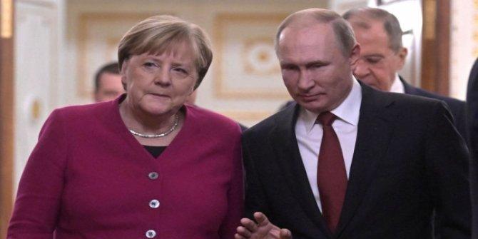 Putin ve Merkel 'Libya'yı görüştü