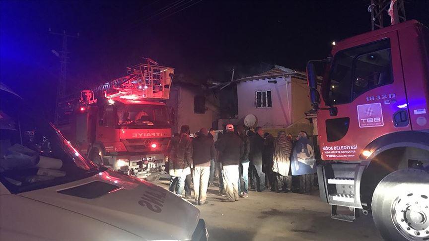 İki katlı evde çıkan yangında 4 kişi öldü, 3 kişi yaralandı