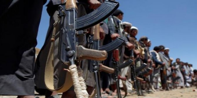 Yemen'de askeri kamp bombalandı: 45 ölü
