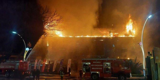 Kocaeli'de bir AVM'de yangın çıktı
