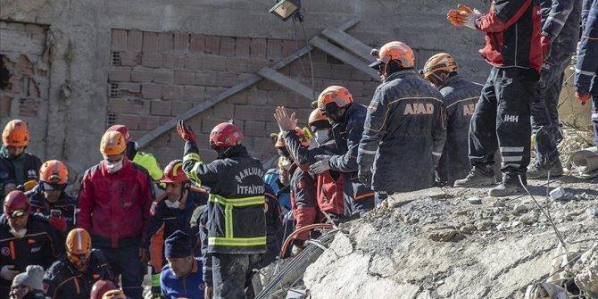 Arama kurtarma çalışmalarıyla 41 kişi enkazdan sağ çıkarıldı