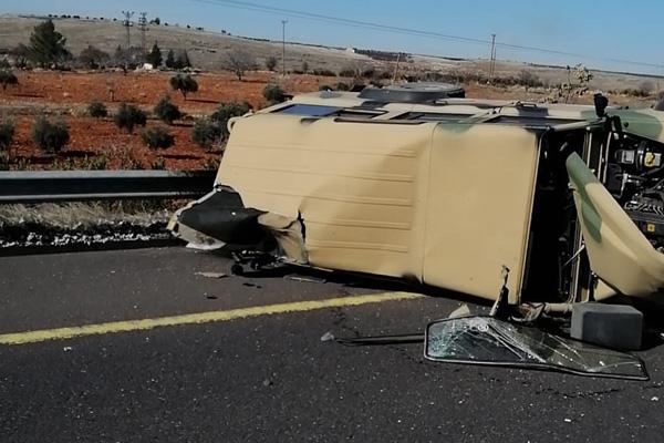 Şanlıurfa'da askeri araç devrildi: 4 yaralı