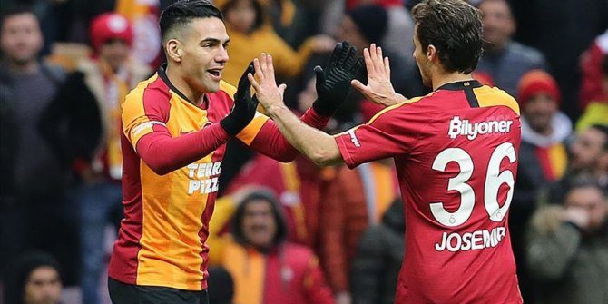 Galatasaray'a Falcao ve Saracchi'den kötü haber!