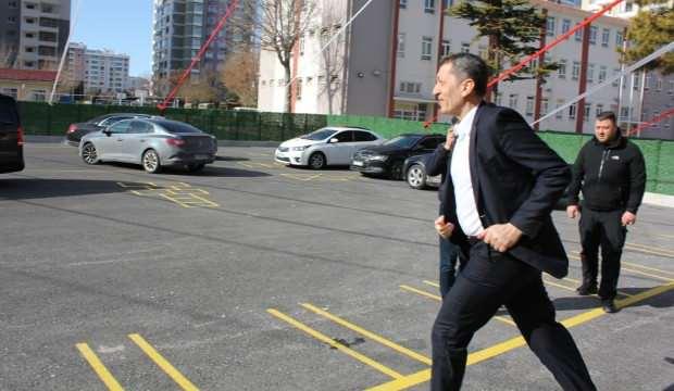 Eğitim Bakanı Ziya Selçuk onları görünce bir anda koşmaya başladı!