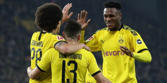 Dortmund, sahasında Eintracht Frankfurt'u 4-0 yendi