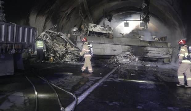 Asit yüklü tır kaza yapan araçlara çarptı! Çok sayıda ölü ve yaralılar var