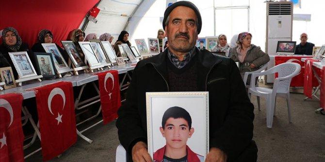 Evlat nöbetini sürdüren aileler 33 askerin şehit düştüğü saldırıyı kınadı
