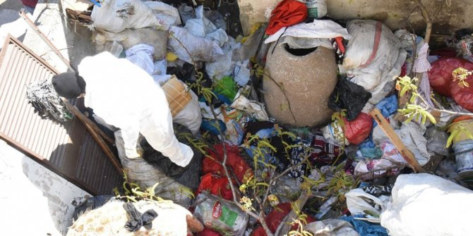 Mersin'de bir evden 15 ton çöp çıktı