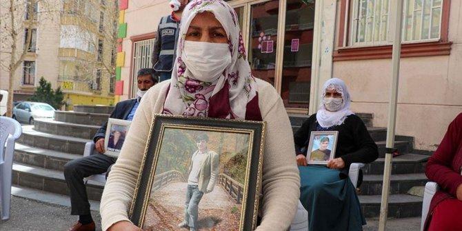 """""""Oğlum devlete sığın, teslim ol"""""""