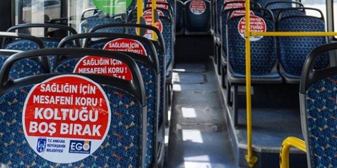 Ankara'da  'sosyal mesafe' çıkartmaları