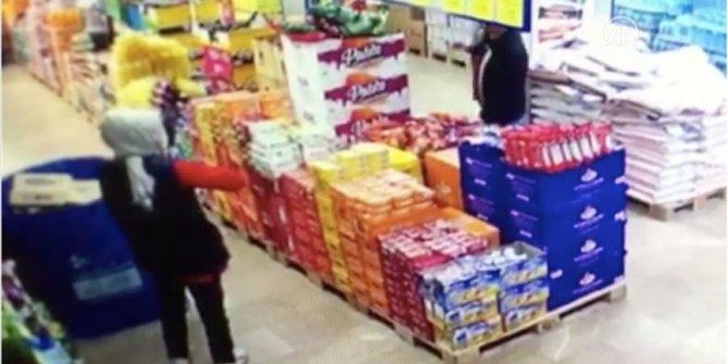 Maske takmadığı için kendisini uyaran market çalışanlarına saldırdı